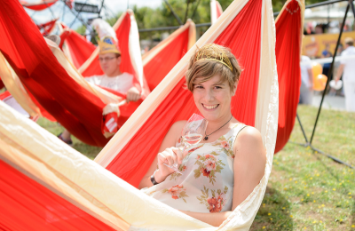 Critical Mass Chilling: LA SIESTA's Guinness World Record for Hammocking